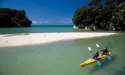 Sea kayak in the Abel Tasman (photo www.kahukayaks.co.nz)